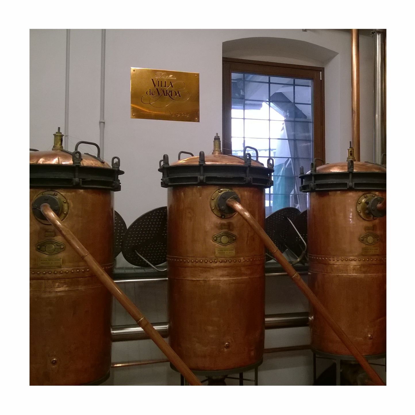 Targa in rame per la distilleria Villa de Varda